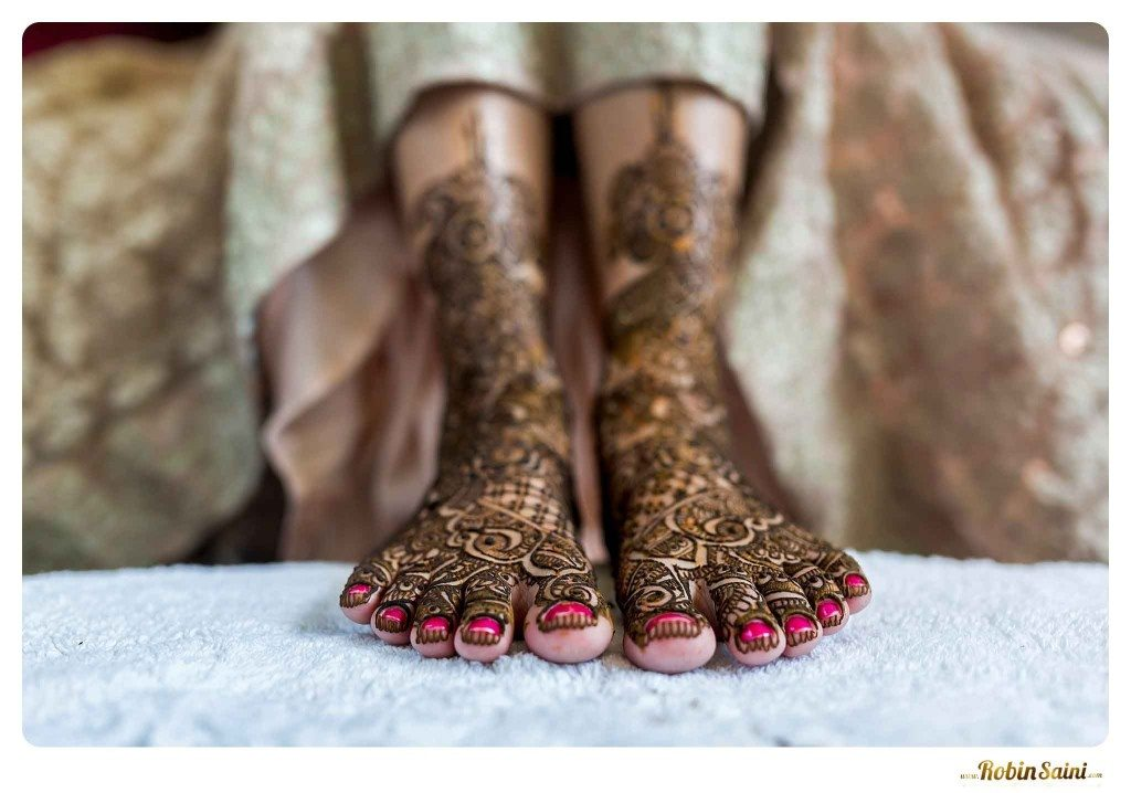 bride-mehandi-pics-mehandi-poses_054