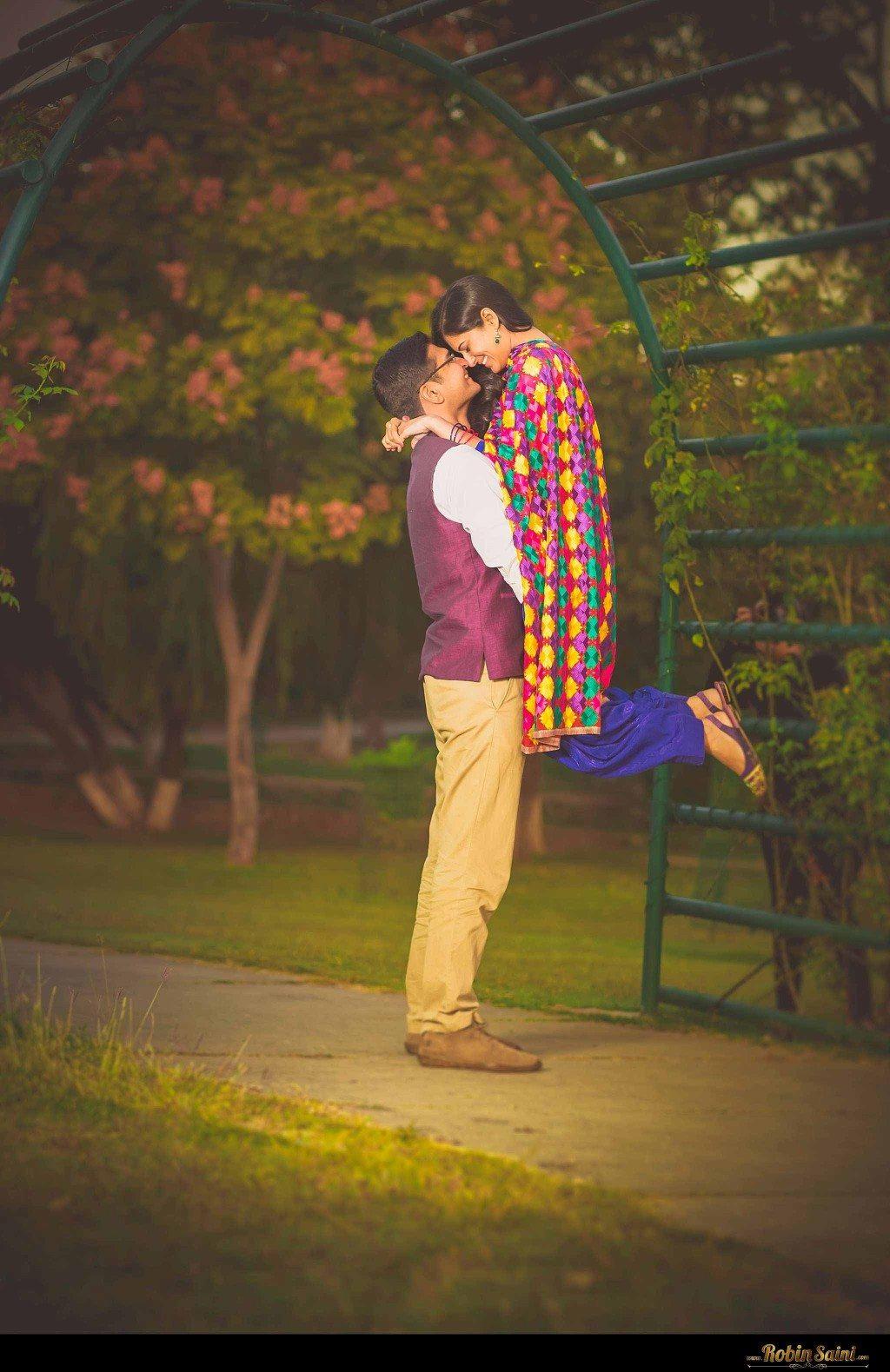 Couple-shoot-at-rose-garden-rock-garden002