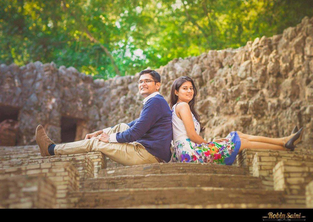 Couple-shoot-at-rose-garden-rock-garden009