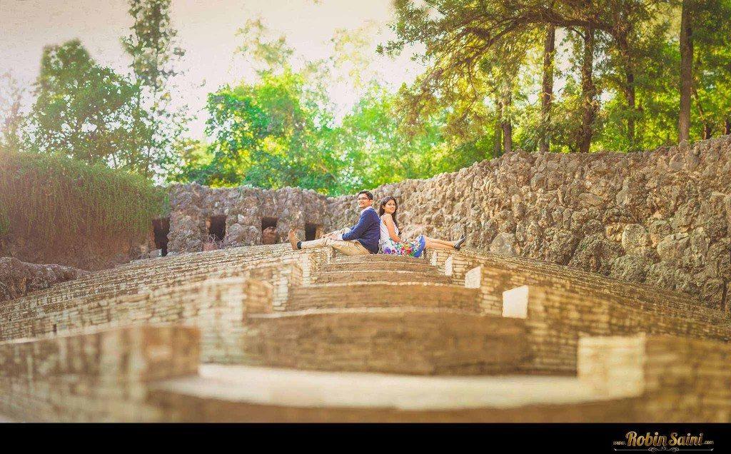 Couple-shoot-at-rose-garden-rock-garden010