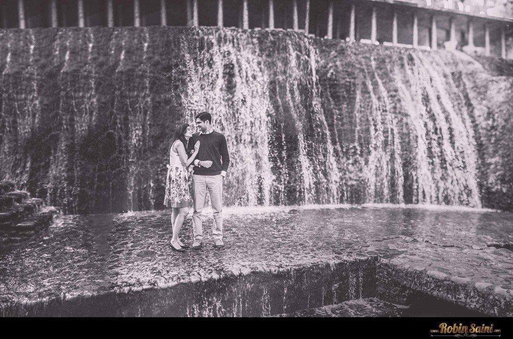 Couple-shoot-at-rose-garden-rock-garden011
