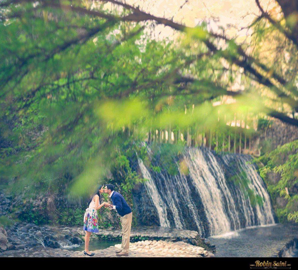 Couple-shoot-at-rose-garden-rock-garden012